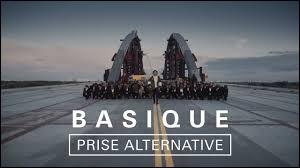 """Qui a interprété """"Basique"""" en 2017 ?"""