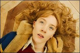 Année : 2009 Genre : Fantastique Acteurs : Saoirse Ronan, Mark WahlbergIndices : Fantôme/Meurtre/Famille/Observation. Quel est ce film ?