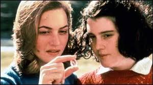 Année : 1996 Genre : Drame Acteurs : Kate Winslet, Melanie LynskeyIndices : Filles/Amitiés/Imaginaire/Séparation. Quel est ce film ?