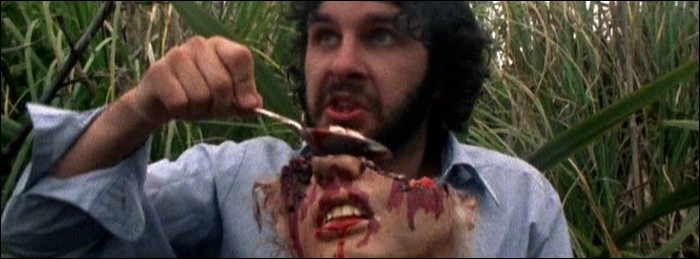 Année : 1987Genre : Épouvante-Horreur Acteurs : Peter Jackson, Terry PotterIndices : Nouvelle-Zélande/Extraterrestre/Viande/Fast-Food.Quel est ce film ?