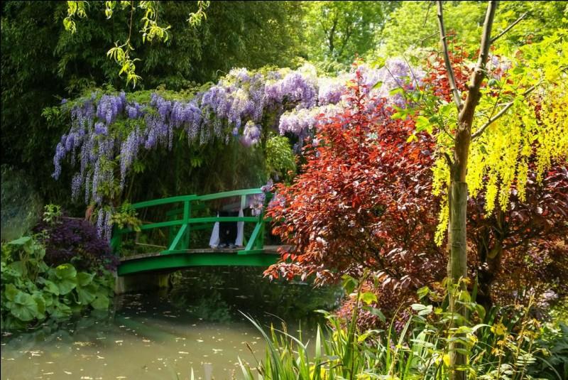 La maison et les jardins du peintre sont fermés pour l'hiver et on nous attend au printemps jusqu'en novembre. Le parc se compose en deux parties : un jardin de fleurs devant la maison, qu'on appelle le Clos Normand et un jardin d'eau d'inspiration japonaise.Quel est ce parc que vous pourrez aisément identifier en pensant aux toiles impressionniste de l'artiste ?