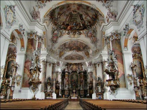 Question de style > On retrouve peu ou prou les mêmes dénominations en musique qu'en architecture. Par exemple, que vous évoque l'intérieur de cette église ?