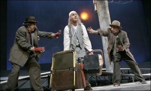 Ces deux pièces sont les plus belles représentantes du théâtre ................. qui triomphe au XXe siècle.