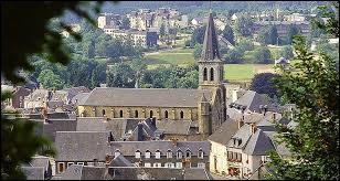 À Château-Chinon Ville ou Château-Chinon Campagne (Nièvre), les habitants se nomment ...