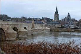 À La Charité-sur-Loire (Nièvre), les habitants s'appellent les ...