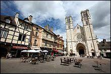 À Chalon-sur-Saône (Saône-et-Loire), les habitants portent le gentilé ...