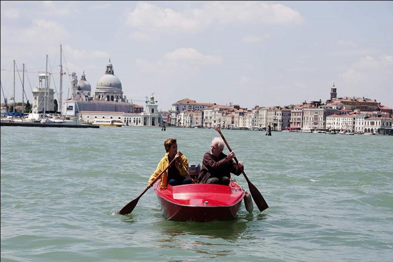 André Dussolier et Carole Bouquet vivent et rament à Venise dans ce film d'André Téchiné...