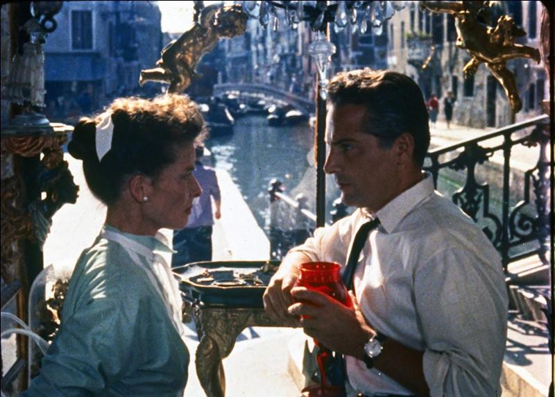 Lorsque Katharine Hepburn, une femme qui ne croit plus à l'amour, se retrouve en villégiature à Venise, dont elle va d'ailleurs goûter l'eau du canal, tout devient possible...