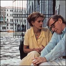 C'est à Venise que Woody Allen s'adaptera aux goûts de Julia Roberts pour mieux la séduire grâce aux conseils de sa fille...