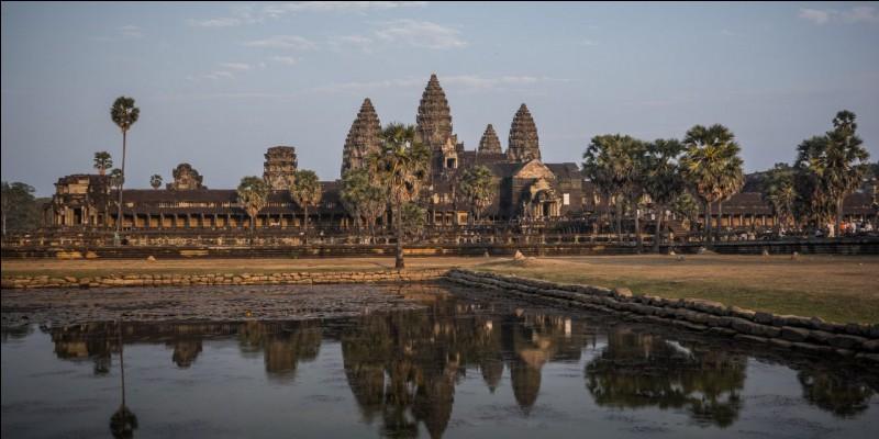 Au Cambodge, se trouve un des plus beaux temples du monde !Comment s'appelle-t-il ?