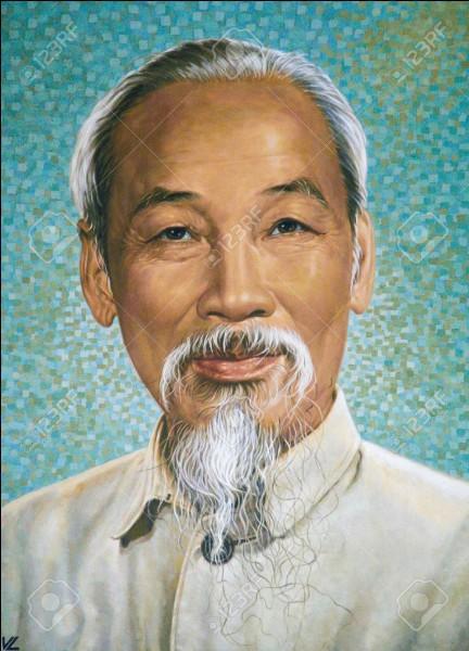 Hô Chi Minh a été président du Vietnam.