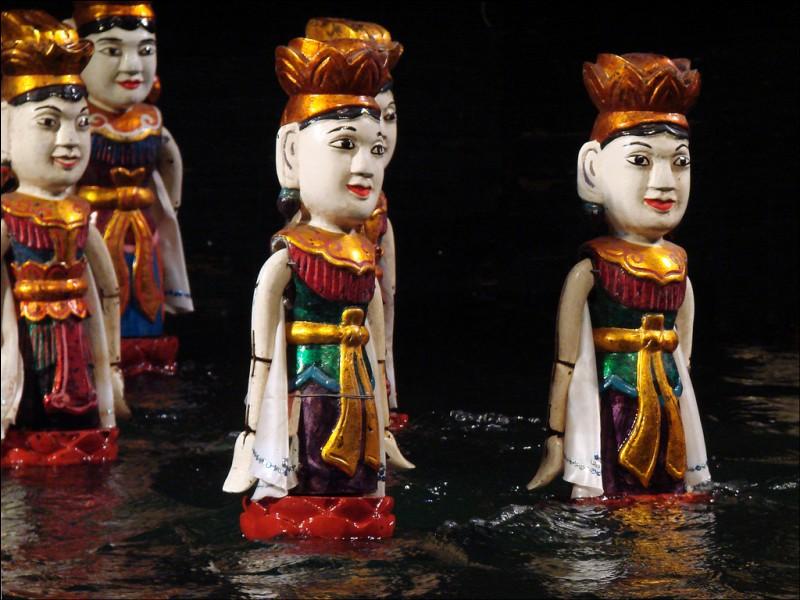 Sur le fleuve Rouge, à Hanoï, il y a un spectacle...