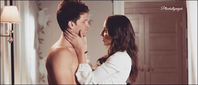 Quand Spencer découvre que Toby est le sbire de A, elle va pleurer à sa porte mais personne n'ouvre. Qui était derrière la porte ?