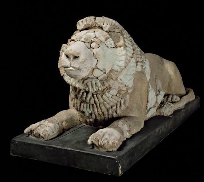 Dans les civilisations moyen-orientales, le lion est représenté comme le gardien des temples ou combattant l'homme, notamment chez les Sumériens. De quelle région vient ce peuple antique ?