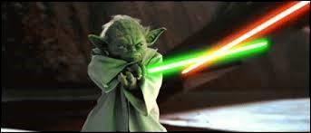 Maître Yoda affronte au sabre laser le comte Dooku dans l'épisode 3.