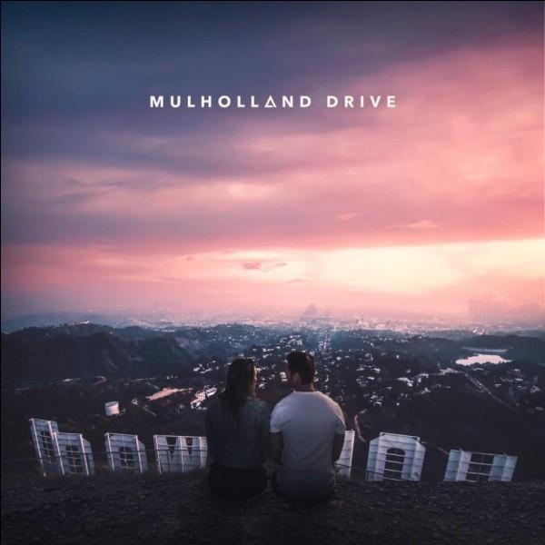 """""""Mulholland Drive"""" est un long-métrage réalisé par David Lynch."""