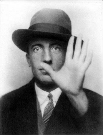 Quel était le titre du poème de Paul Eluard que les avions anglais parachutaient dans le maquis lors de la Deuxième Guerre Mondiale ?