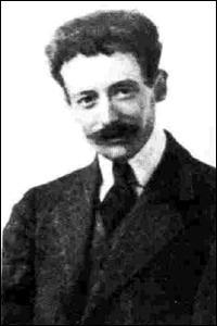 Quel écrivain écrit 'Stèles' en 1912 ?