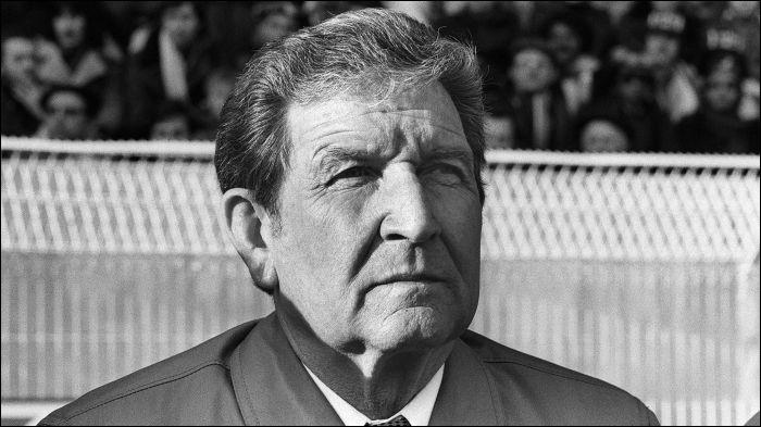 Ce footballeur (1919 -2003) international durant les années 1930-1940, reconverti ensuite comme entraîneur et dont la carrière est liée au Stade de Reims, c'est ...