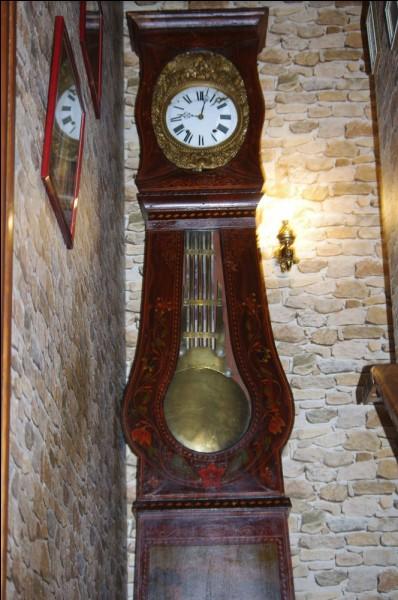 Elle vous donne l'heure, et sonne les coups à chaque heure du jour et de la nuit : quelle est cette magnifique horloge ?