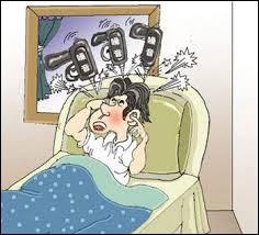 Cette personne se bouche les oreilles car elle en a marre du ______________.