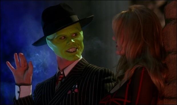 Pour sauver Tina, Le Mask se débarrasse des explosifs en les avalant.