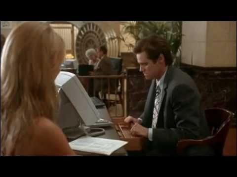 Jim Carrey joue le rôle d'un journaliste qui s'appelle Stanley Ipkiss.
