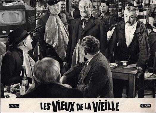 Cinéma > On ne présente plus « Les Vieux de la Vieille », tourné en 1959 dans la rurale Vendée. N'y a-t-il pas néanmoins quelque chose qui vous choque, sur la photo ?