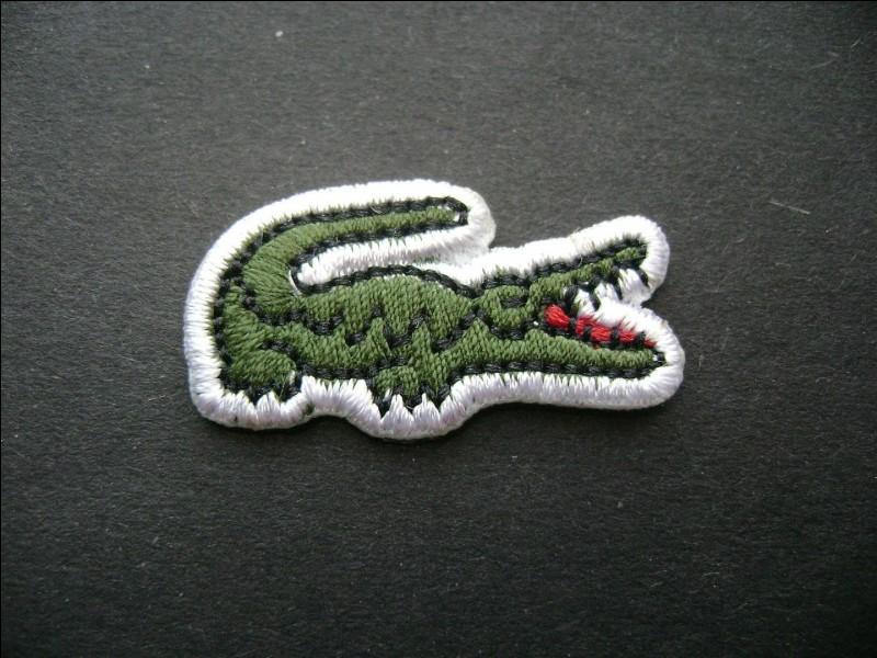 Quel type d'animal dans son logo l'entreprise française de vêtements Lacoste arbore-t-elle ?
