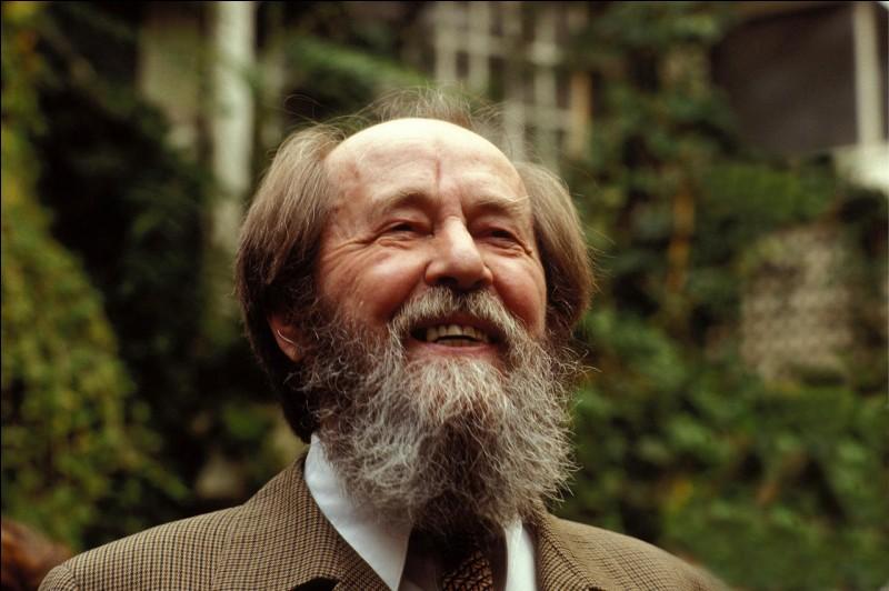 De quelle nationalité était l'écrivain Alexandre Soljenitsyne ?