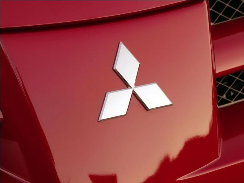 Quel est le constructeur automobile japonais dont le logo se compose de trois diamants rouges ?