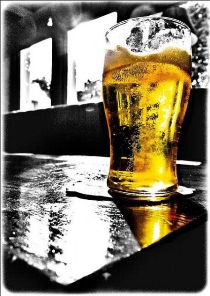 Quel personnage des Simpson a toujours un verre de bière à la main ?
