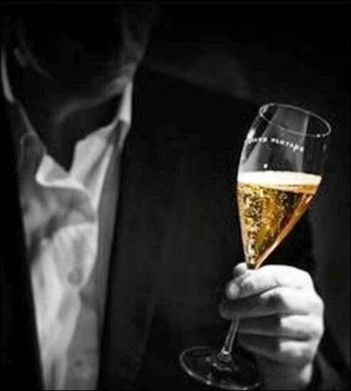 """Qui valorisait """"L'Alcool"""" dans son recueil de poèmes du même nom ?"""