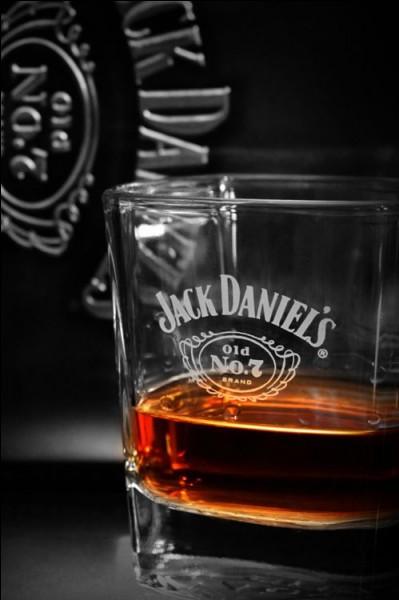 Dans quelle série télévisée, un commandant de la police judiciaire est-il un alcoolique invétéré ?