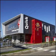 Dans quel pays s'est ouvert le premier restaurant Quick ?