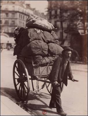 Vieux métiers > Ce pauvre homme ne faisait pas le coquet, à traîner sa vie comme un boulet, n'est-ce pas ?