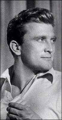 Issur Danielovitch, né en 1916, est plus connu sous le nom de ...