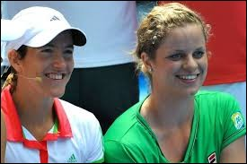 Voici les deux meilleures joueuses de tennis belges de l'histoire !À votre avis, laquelle des deux est née à Rochefort, dans la province de Namur ?