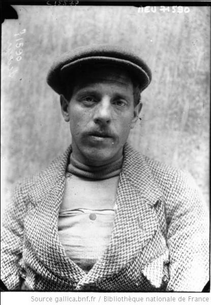 Léon Scieur est né à Florennes le 19 mars 1888.Pourquoi est-il connu ?