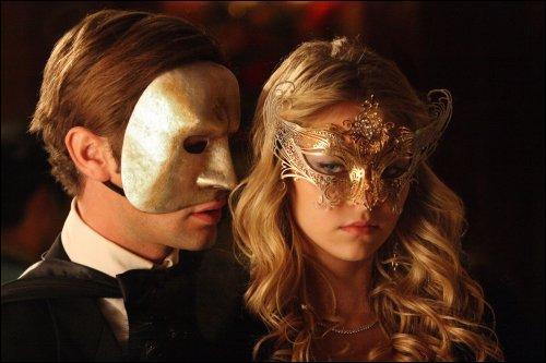 Qui se cachent derrière ces masques ?
