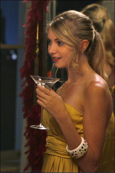 Qu'est-ce que boit Jenny Humphrey à la pyjama party de Blair Waldorf ?