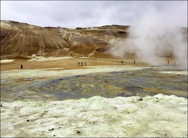 Ce lieu vous évoquera immanquablement l'enfer de Dante et/ou la planète Mars... Qu'y fait-on, au juste ?