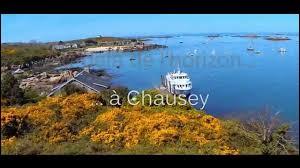 Administrativement, les îles Chausey sont rattachées au département de la Manche.