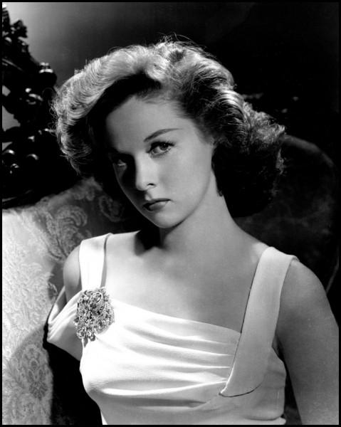"""Edythe Marrenner, née en 1917, a reçu le prix d'interprétation féminine au festival de Cannes 1956, pour son rôle dans """"Une femme en enfer (1955)"""" puis l'Oscar de la meilleure actrice en 1959 pour son rôle de la meurtrière dans """"Je veux vivre !"""". C'est ..."""