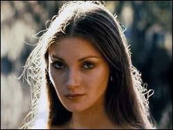 """Joyce Frankenberg, née en 1951, a été """"Solitaire"""" dans le 8e james Bond """"Vivre et laisser mourir"""", puis Marie-Antoinette dans le """"La Révolution française"""" de Robert Enrico. On la connaît mieux sous le nom de ..."""
