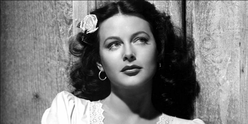 Hedwig Eva Maria Kiesler, née en 1914 en Autriche, grande vedette d'Hollywood dans les années 30, est connue aussi pour sa participation à l'effort de guerre en concevant un système de codage des transmissions. C'est ...
