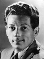 David Daniel Kaminski, né en 1913, acteur, chanteur et danseur, vedette des spectacles musicaux de Broadway, c'est ...