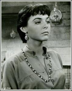 """Anna Maria Louisa Italiano, oscar de la meilleure actrice en 1963 pour son rôle dans """"Miracle en Alabama"""", connue pour son rôle de Mrs. Robinson, en 1967, dans """"Le Lauréat"""" et pour le rôle de Madge Kendal dans """"Elephant Man"""", c'est ..."""
