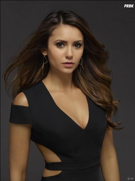 Dans quel épisode de la dernière saison Elena sort-elle du coma ?