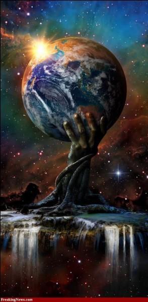 Dans la cosmogonie grecque au commencement c'est un immense espace ténébreux puis apparue la création. Quel est-il ?